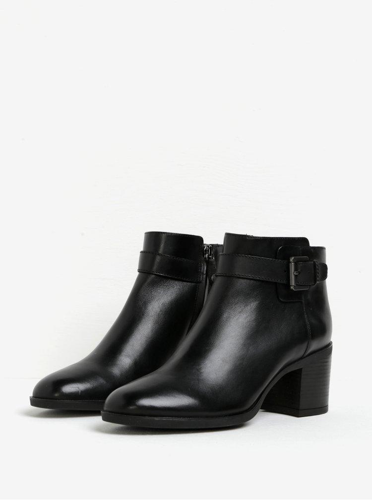 Černé dámské kožené kotníkové boty s přezkou Geox Glynna