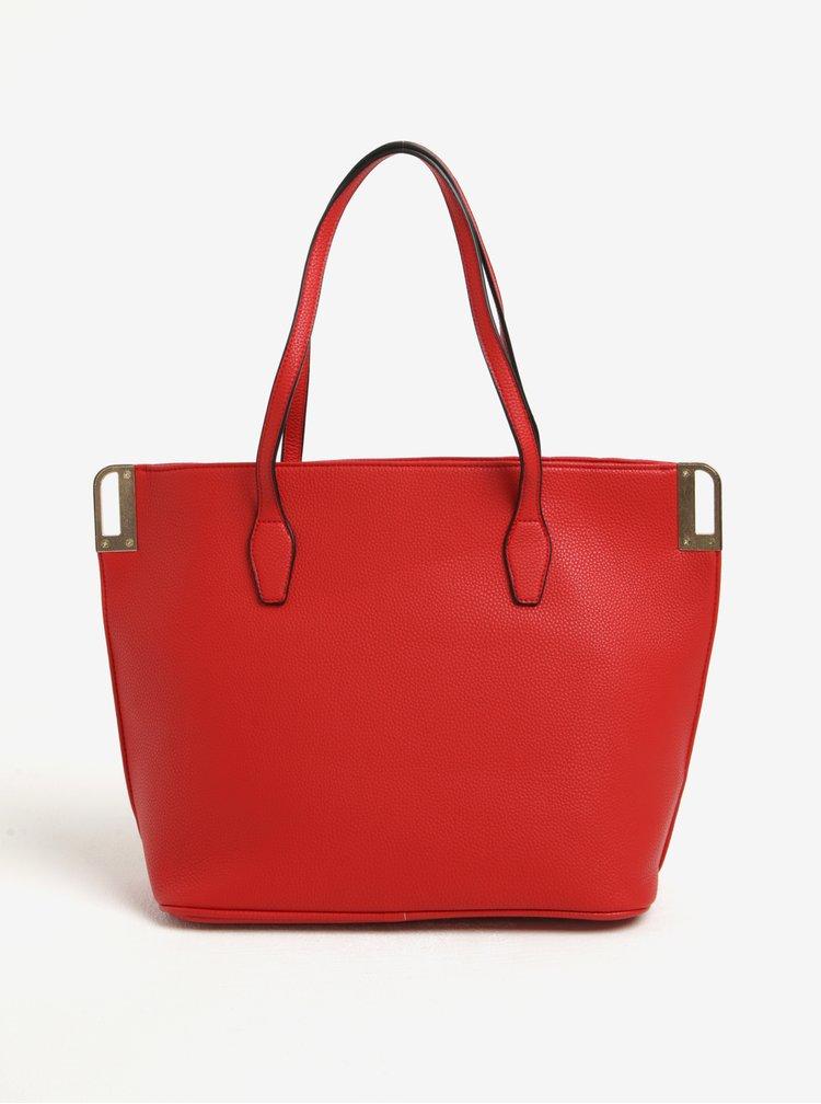 Červená prošívaná kabelka s detaily ve zlaté barvě Miss Selfridge