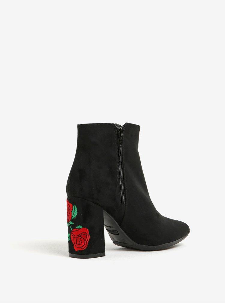 Černé kotníkové boty v semišové úpravě s výšivkou na podpatku OJJU