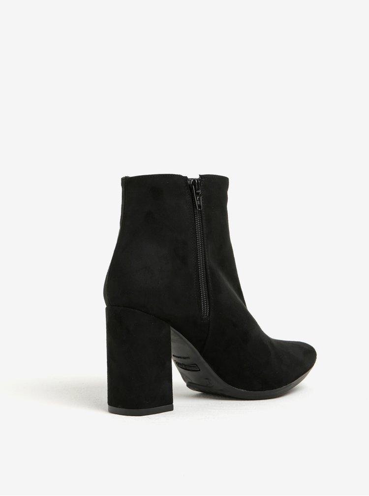 Černé kotníkové boty v semišové úpravě na podpatku s výšivkou OJJU