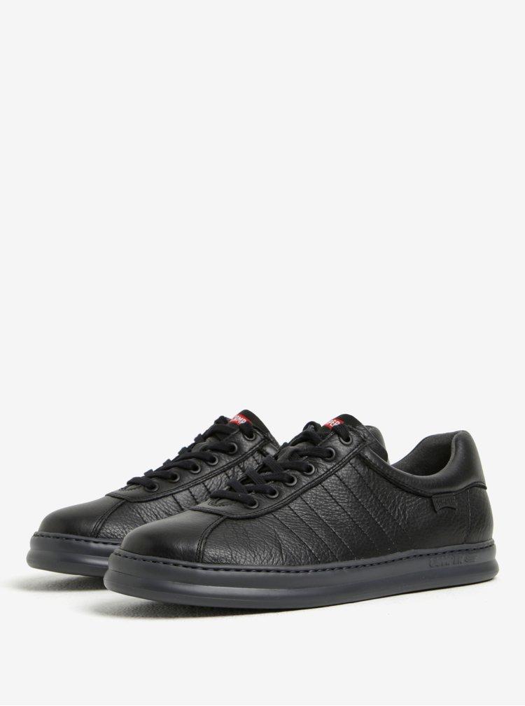 Černé pánské nízké kožené tenisky s prošívanými detaily Camper
