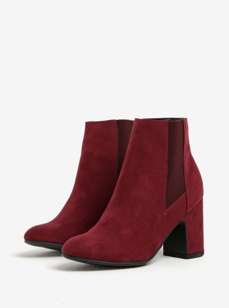 Vínové kotníkové boty v semišové úpravě na podpatku Dorothy Perkins