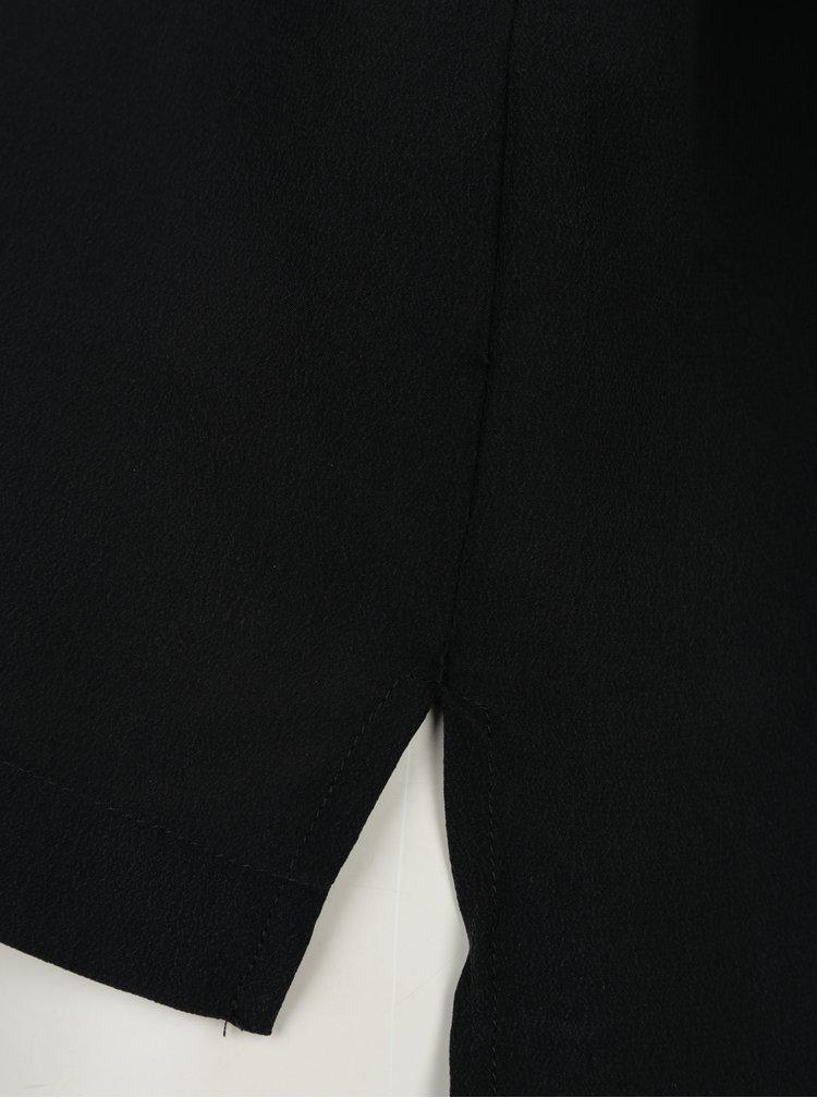 Černá volná hedvábná halenka s knoflíkem Selected Femme Alisa