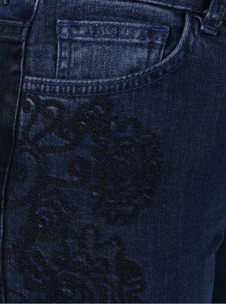 Modré džíny s vyšisovaným efektem a výšivkou Desigual Blake