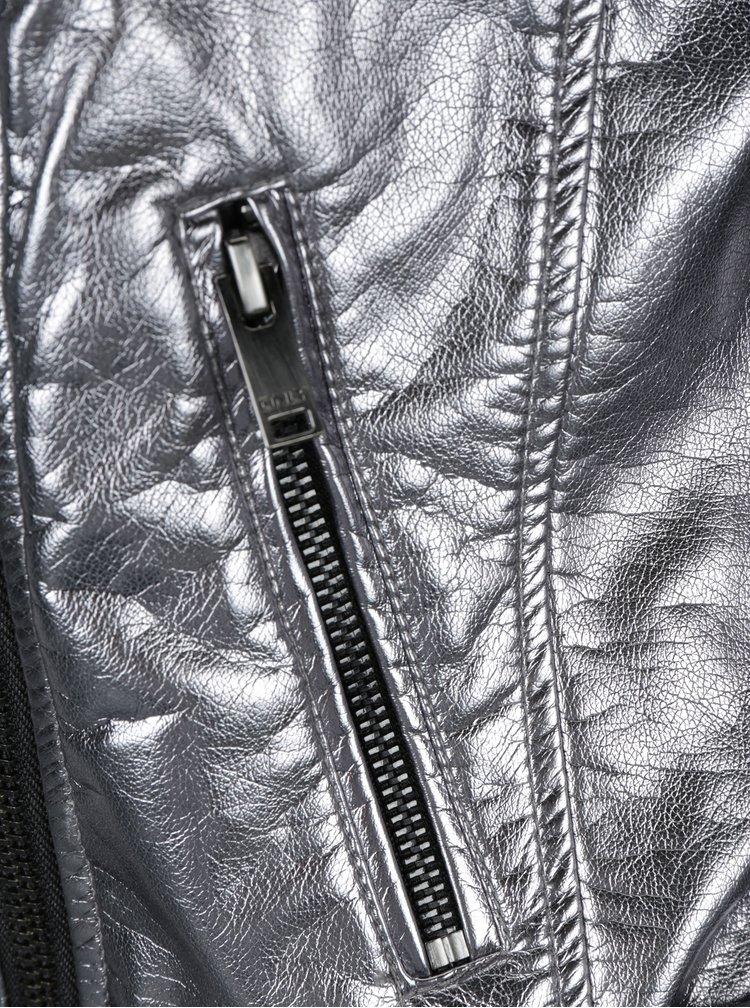 Koženkový metalický křivák ve stříbrné barvě ONLY Ann