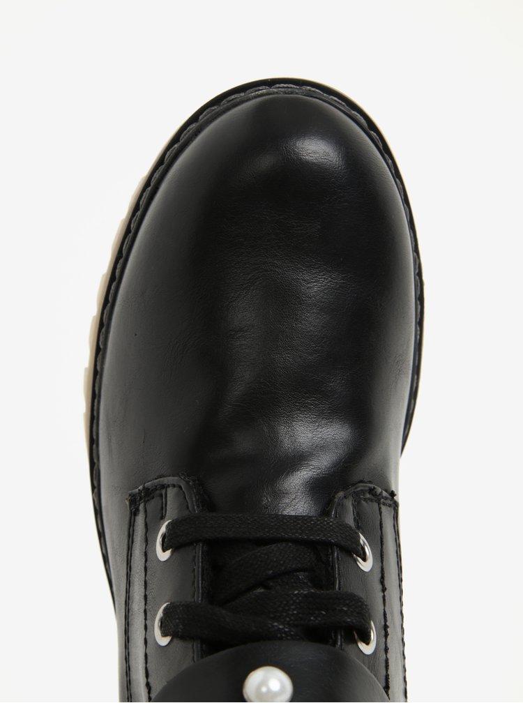 Černé dámské zimní kotníkové boty s ozdobnými detaily s.Oliver
