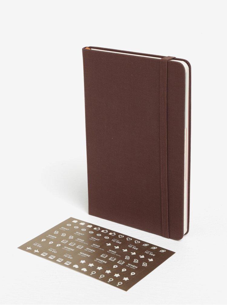 Hnědý cestovatelský zápisník v pevné vazbě Moleskine