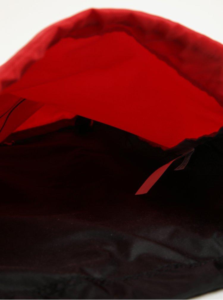 Červený vak s potiskem Under Armour