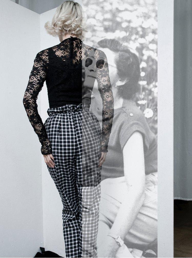 Černý krajkový top s rolákem La femme MiMi