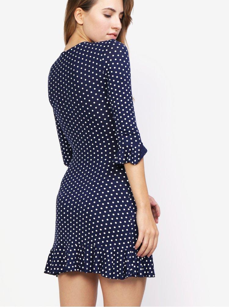 Tmavě modré puntíkované šaty s volánem MISSGUIDED