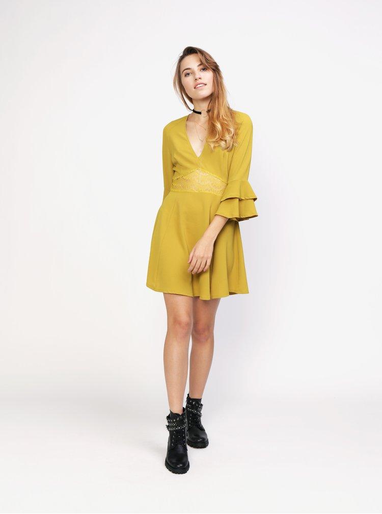 Hořčicové šaty s volánem a krajkou MISSGUIDED