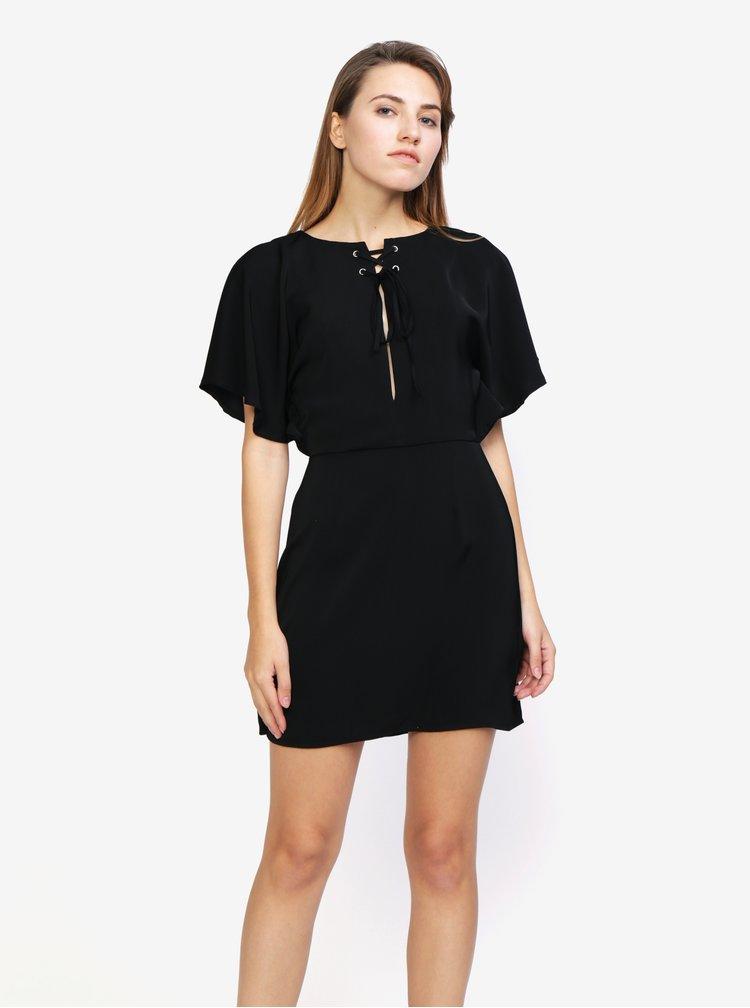 Černé šaty s krátkými netopýřími rukávy MISSGUIDED