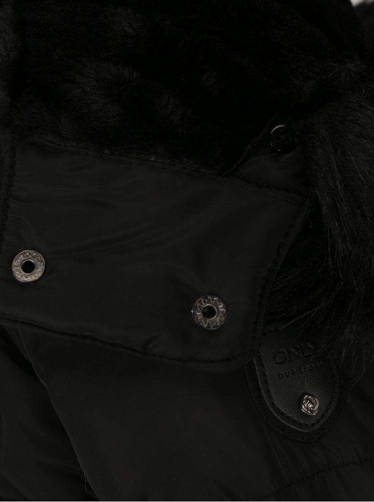 Černá prošívaná péřová bunda s kožíškem ONLY Rhoda