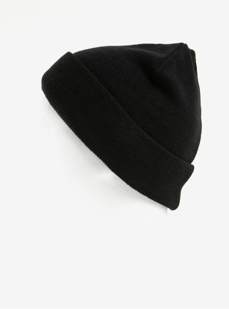 Černá čepice Blend