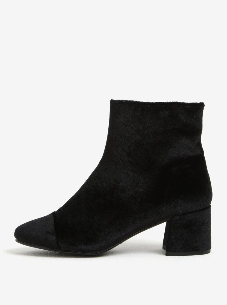 Černé sametové kotníkové boty Miss Selfridge