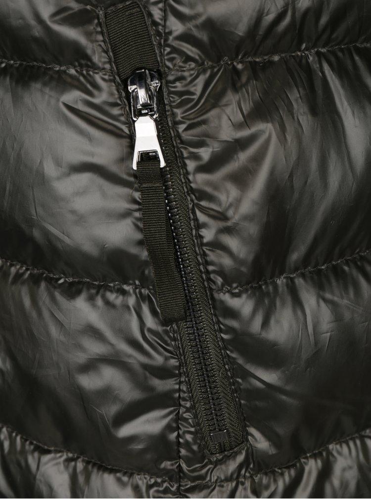Khaki prošívaný péřový zimní kabát s umělým kožíškem VERO MODA Onella
