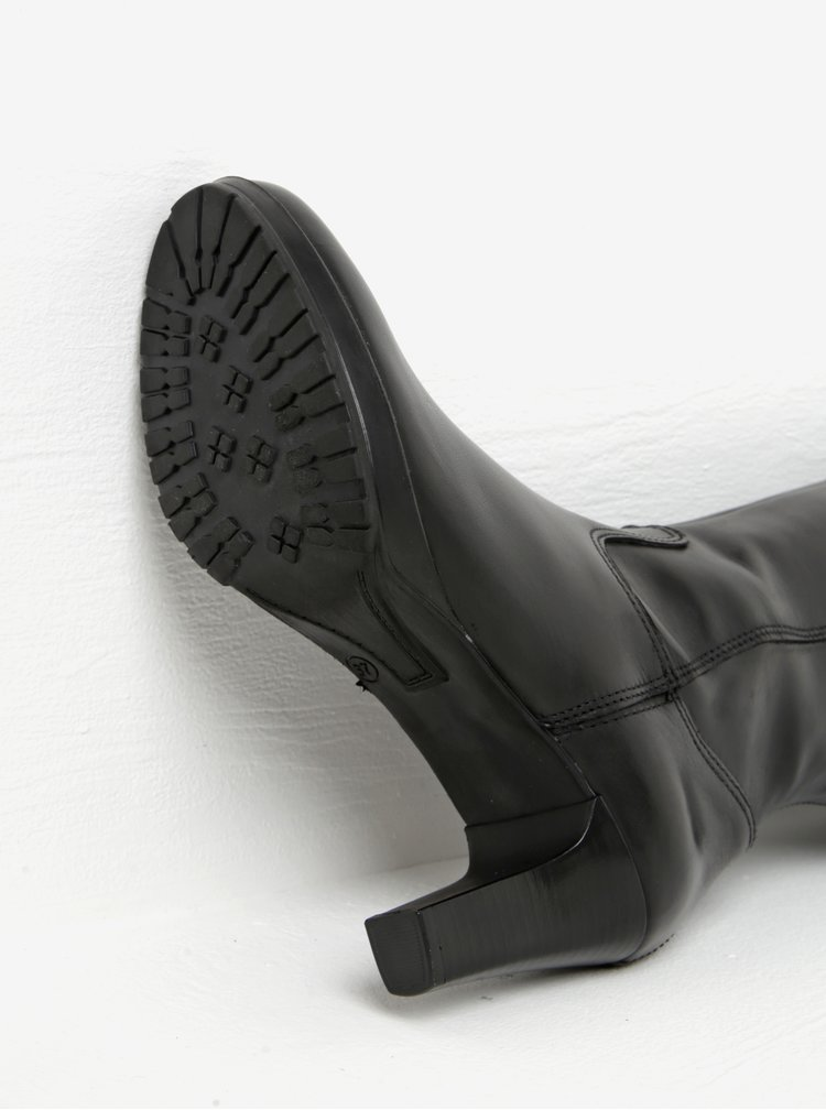 Černé kožené kozačky na úzkém podpatku s detaily Tamaris