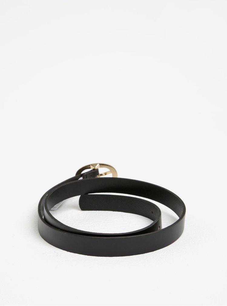Černý kožený pásek s oválnou sponou Pieces Ana
