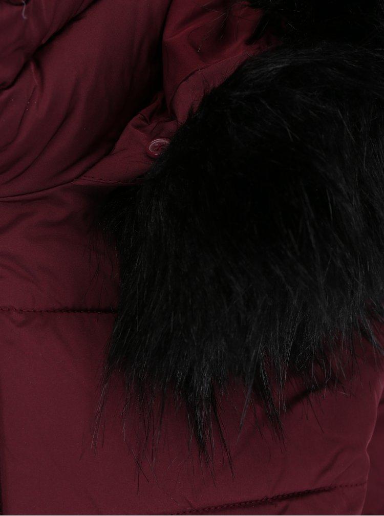 Vínová prošívaná bunda s umělým kožíškem Miss Selfridge