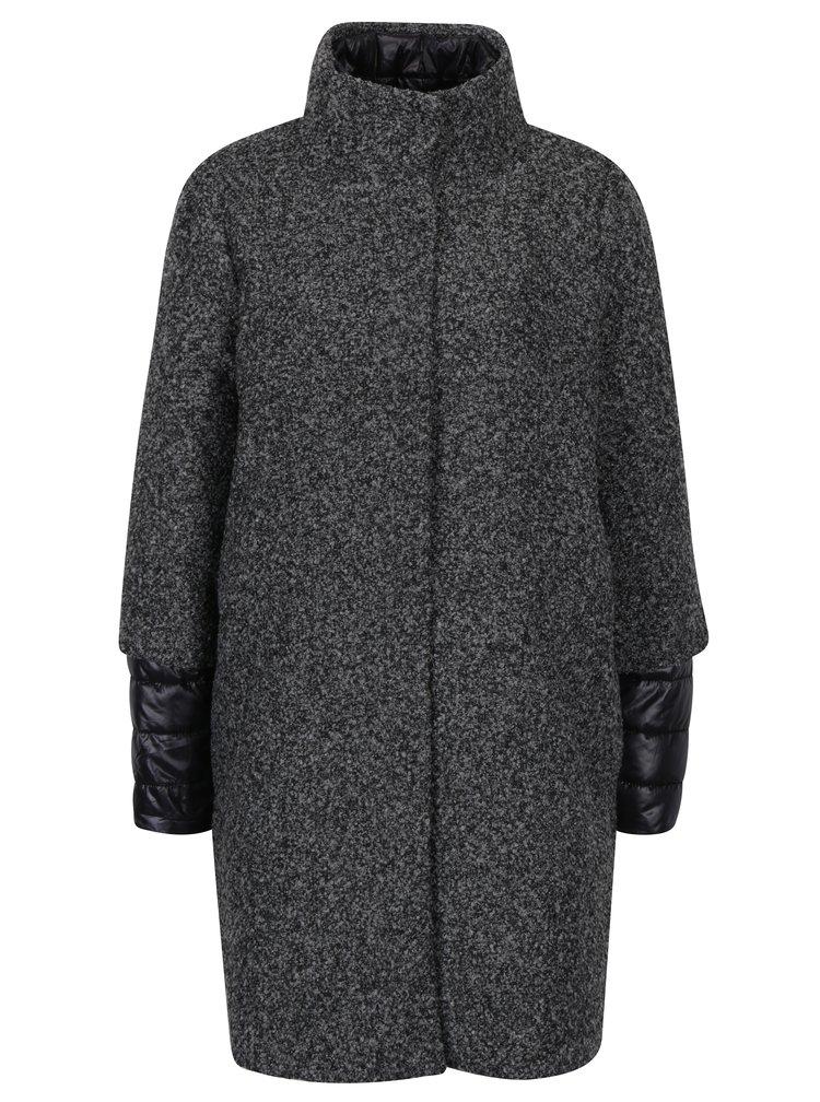 Tmavě šedý žíhaný kabát 2v1 s vnitřní prošívanou bundou VERO MODA Double