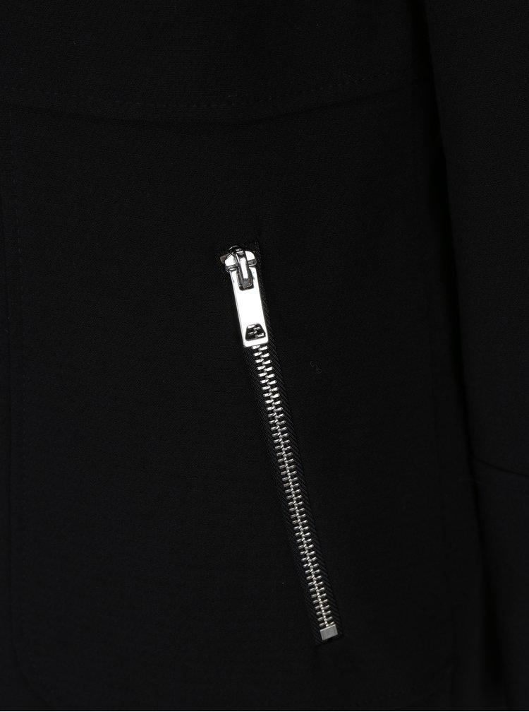 Černý kabát s knoflíky ve stříbrné barvě M&Co