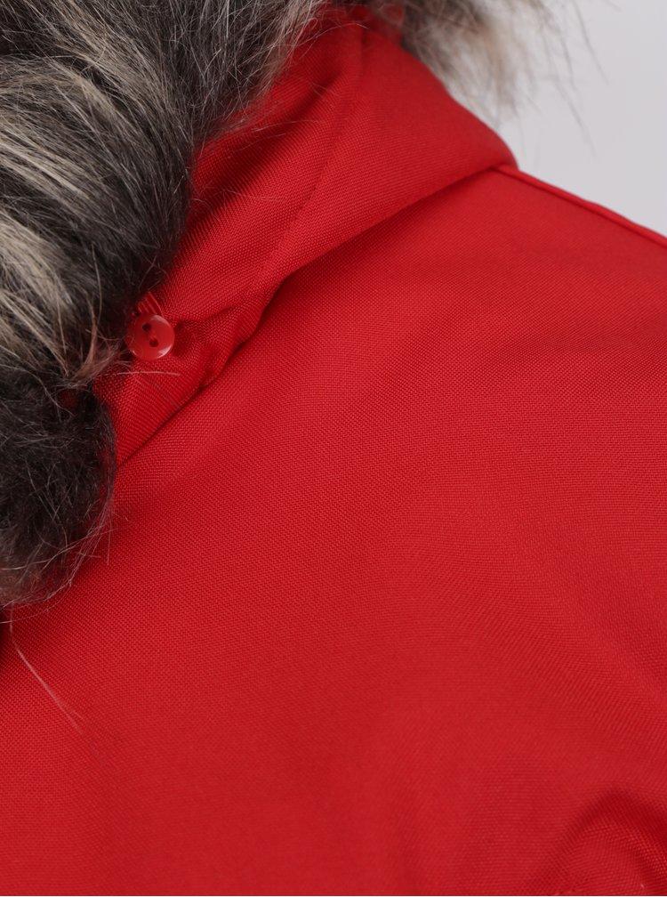 Červená zimní parka s kapucí a umělým kožíškem ONLY Iris
