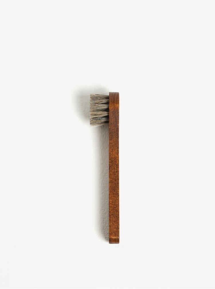 Šedo-hnědý dřevěný kartáč na boty pedag