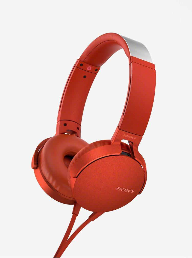 Červená sluchátka s mikrofonem Sony Extra Bass