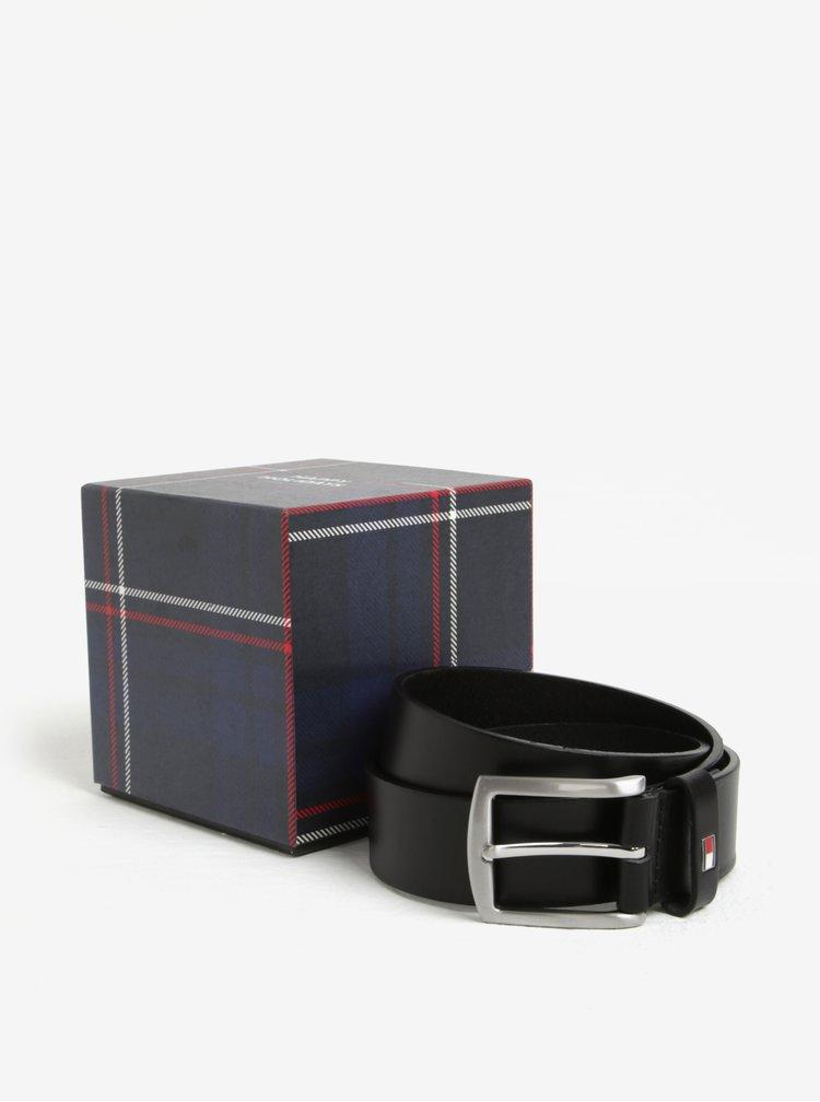 Černý pánský kožený pásek v dárkové krabičceTommy Hilfiger Denton