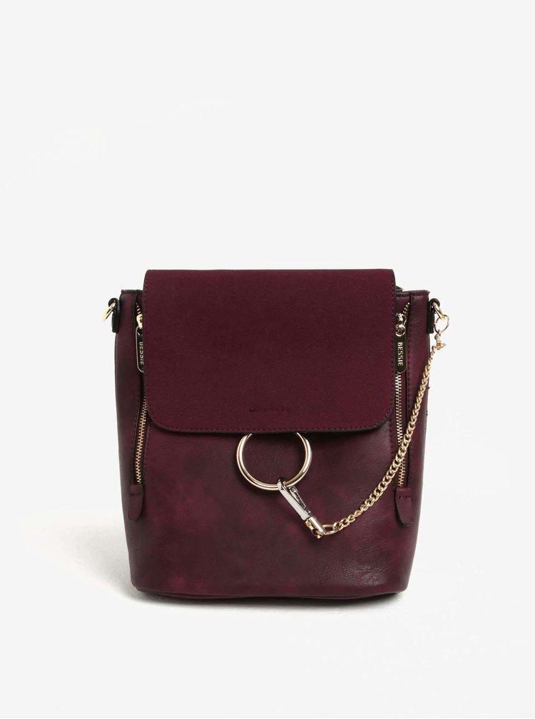 Vínový batoh/crossbody kabelka s detaily ve zlaté barvě  Bessie London
