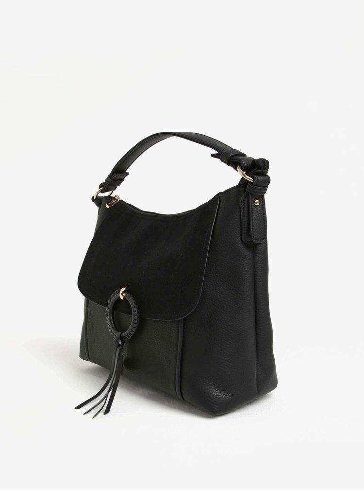 Černá kabelka s klopou v semišové úpravě a ozdobou Bessie London