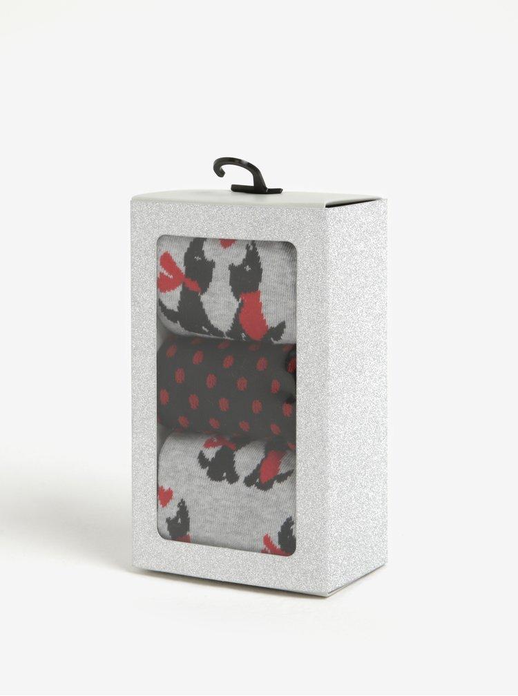Sada tří párů vzorovaných ponožek v červené barvě v dárkové krabičce Dorothy Perkins