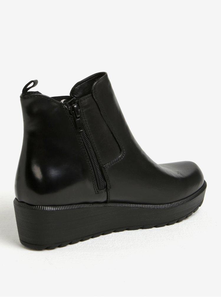 Černé kožené chelsea boty na platformě Tamaris