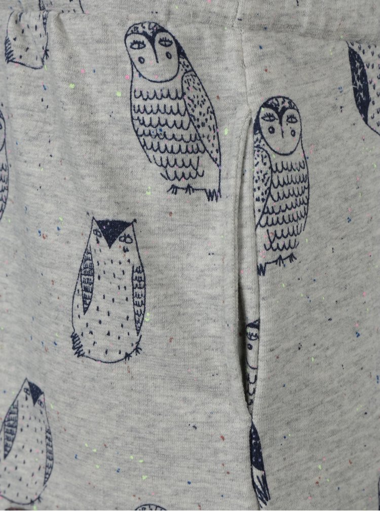 Šedé holčičí žíhané mikinové šaty se sovami a tkaničkou v pase 5.10.15.