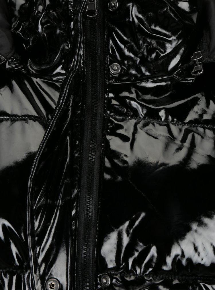 Černá lesklá zimní bunda s kapucí Noisy May Snipe