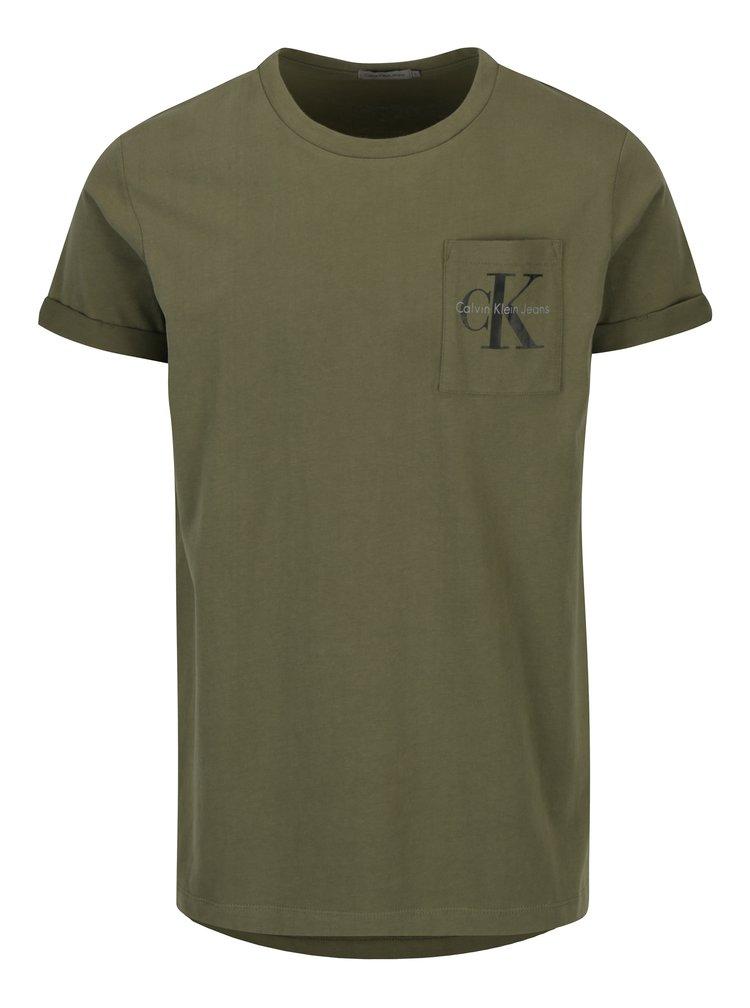 Khaki pánské tričko s náprsní kapsou a potiskem Calvin Klein Jeans Bolan