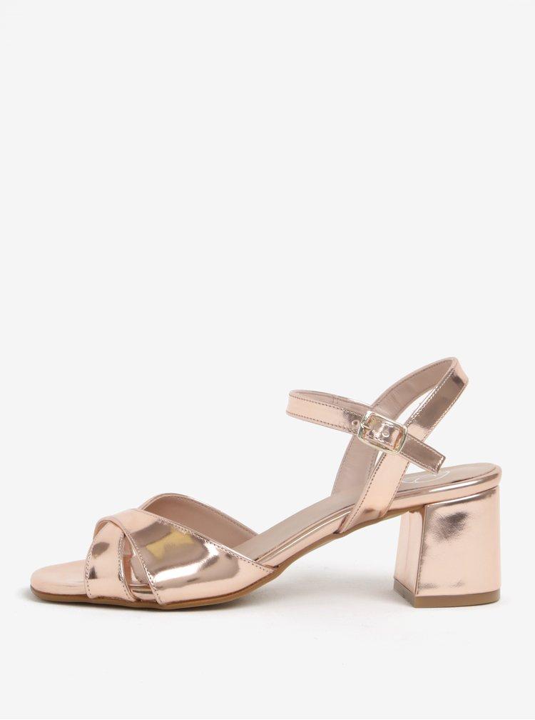 Lesklé sandálky v růžovozlaté barvě na širokém podpatku OJJU