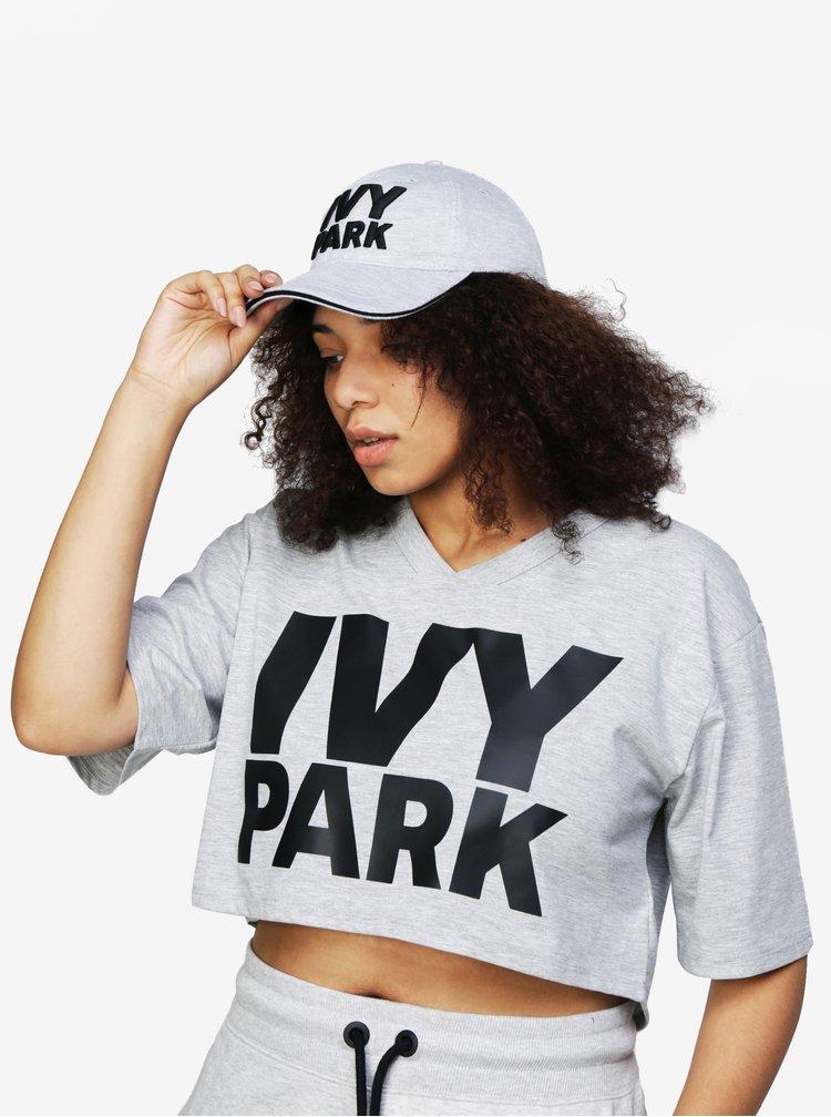 Světle šedá kšiltovka s vyšitým logem Ivy Park