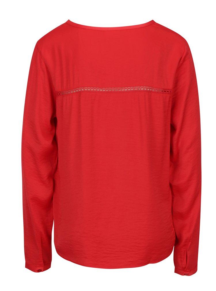 Červená halenka s krajkovým pruhem na zádech VILA Ava