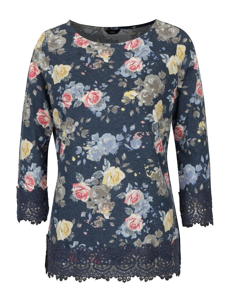 Tmavě modré květované tričko s krajkovými lemy M&Co