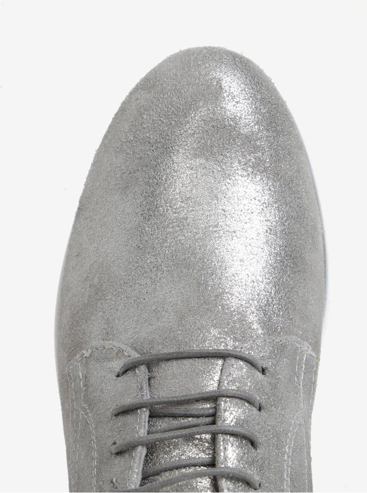 Kožené polobotky ve stříbrné barvě na platformě Tamaris