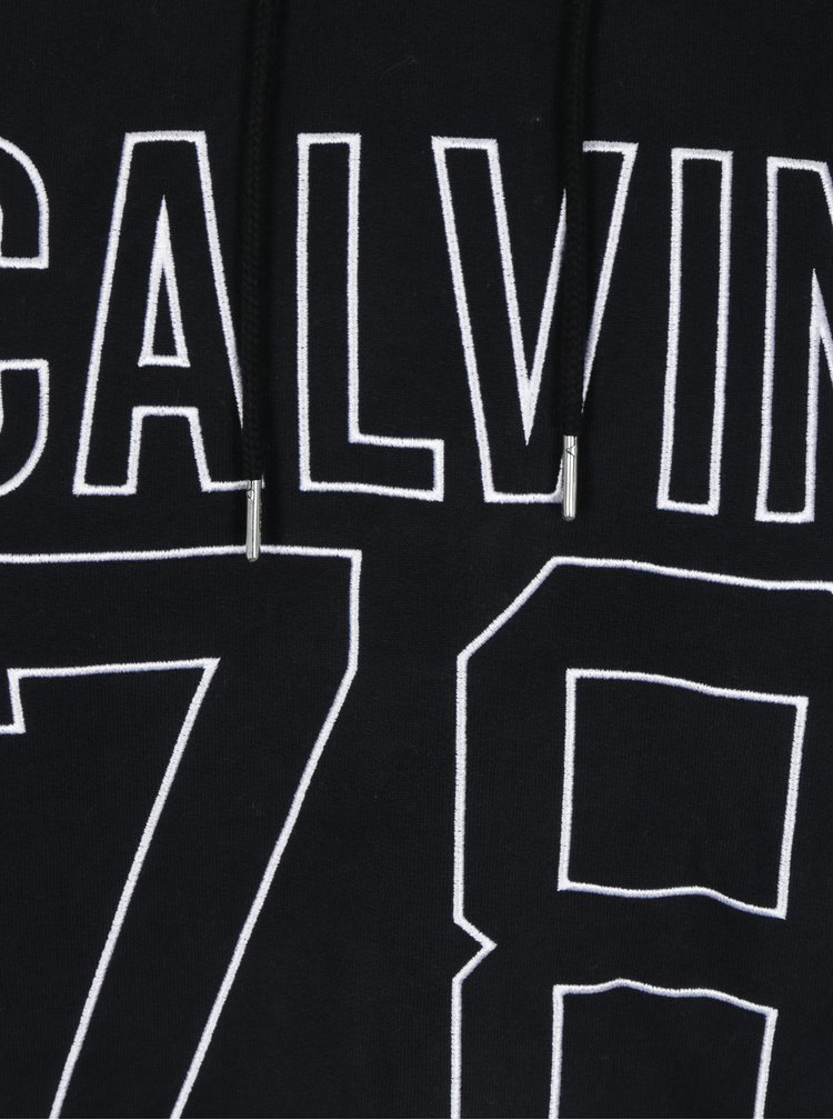 Černá pánská mikina s vyšitým logem a číslicí Calvin Klein Himba