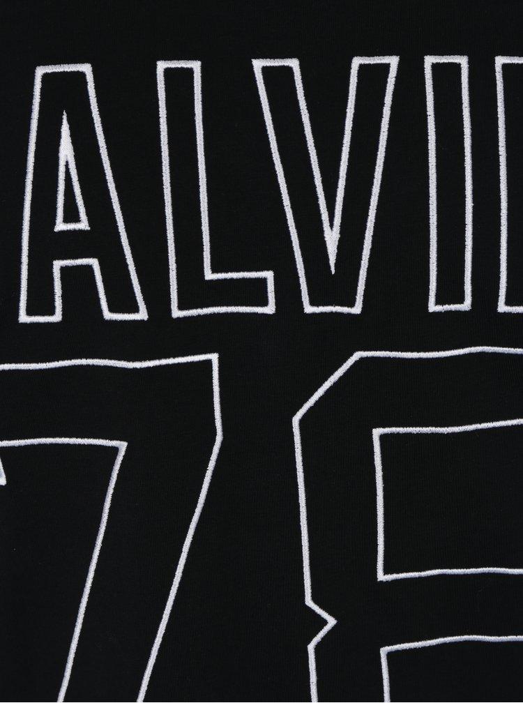 Černé tričko s vyšívaným logem a číslicí Calvin Klein Timball