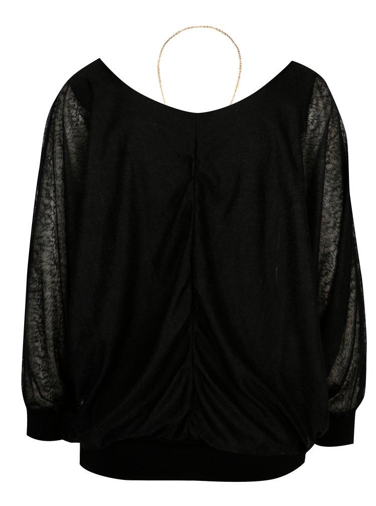 Černá halenka s dlouhým rukávem a náhrdelníkem Madonna