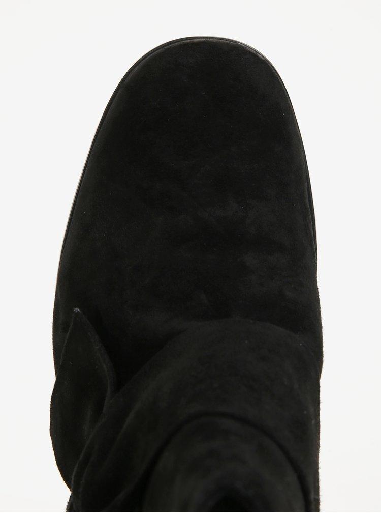Černé semišové kotníkové boty s mašlí Tamaris