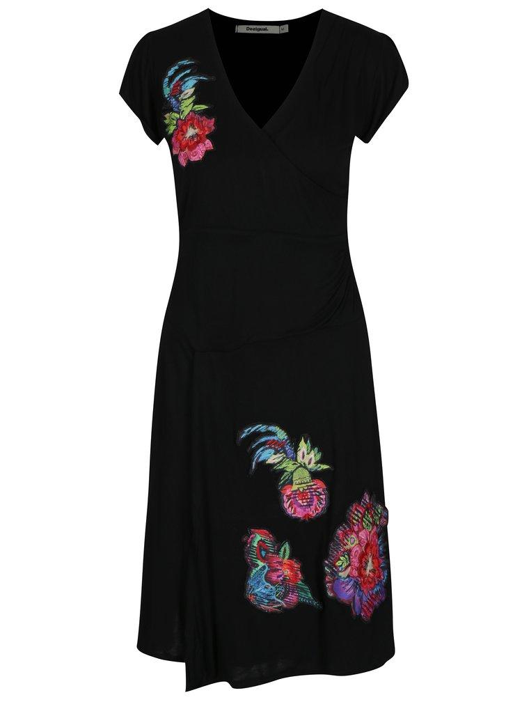Černé šaty s překládaným výstřihem a nášivkami Desigual Asha