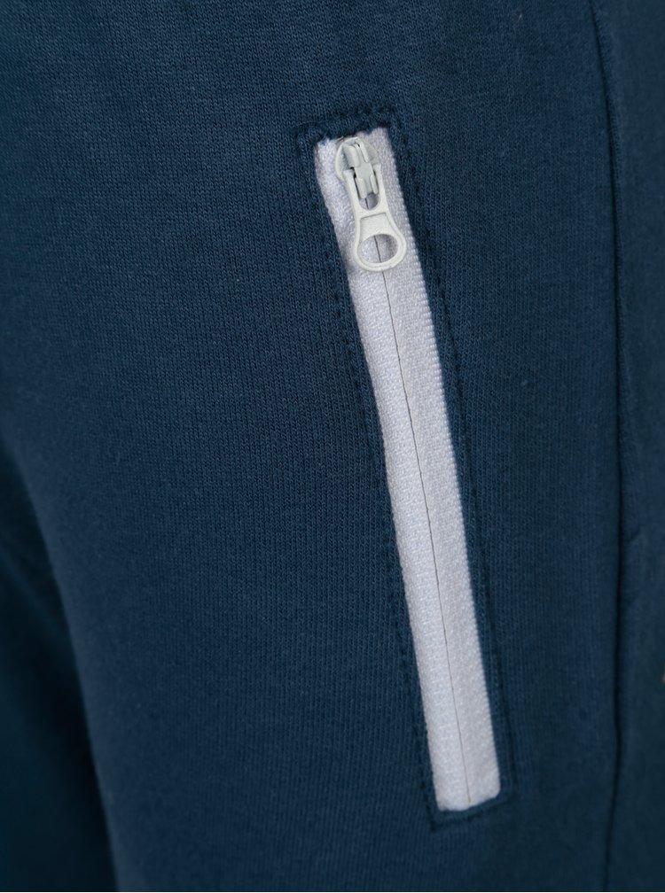 Modré klučičí tepláky s potiskem 5.10.15.