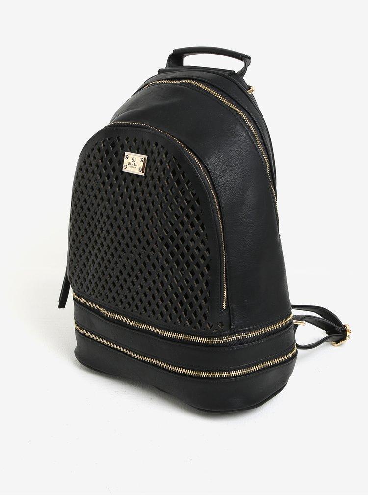 Černý koženkový batoh Bessie London