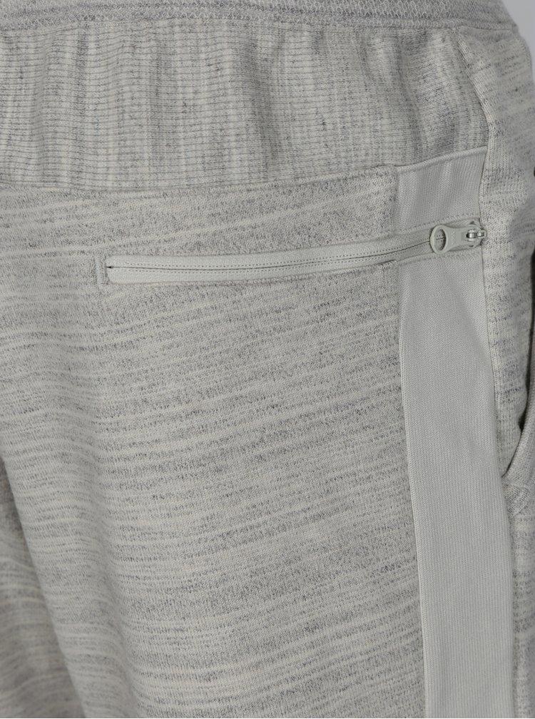 Světle šedé žíhané pánské teplákové kraťasy Nike