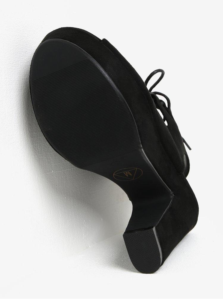 Černé sandálky v semišové úpravě na platformě MISSGUIDED